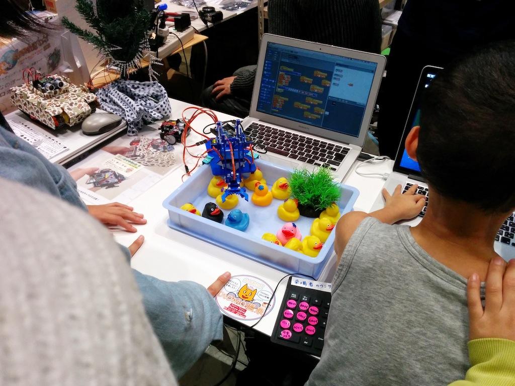 Scratchを体験できるコーナーも。小学生くらいの子が遊んでいました。