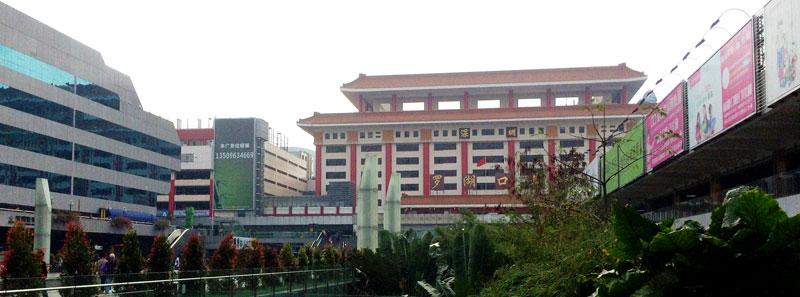 深圳への入り口の一つ、地下鉄羅湖駅(罗湖站)です