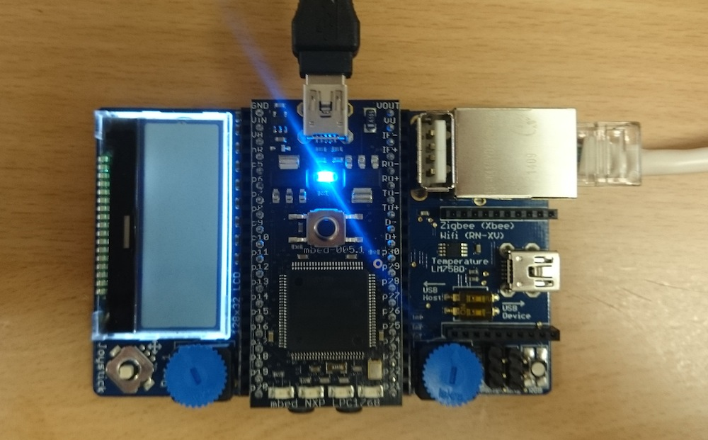 USBケーブルはアプリケーションボードではく、mbedに挿入します
