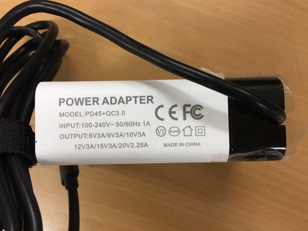 LattePanda Alpha AC adapterの横面。PSEマークがありません。